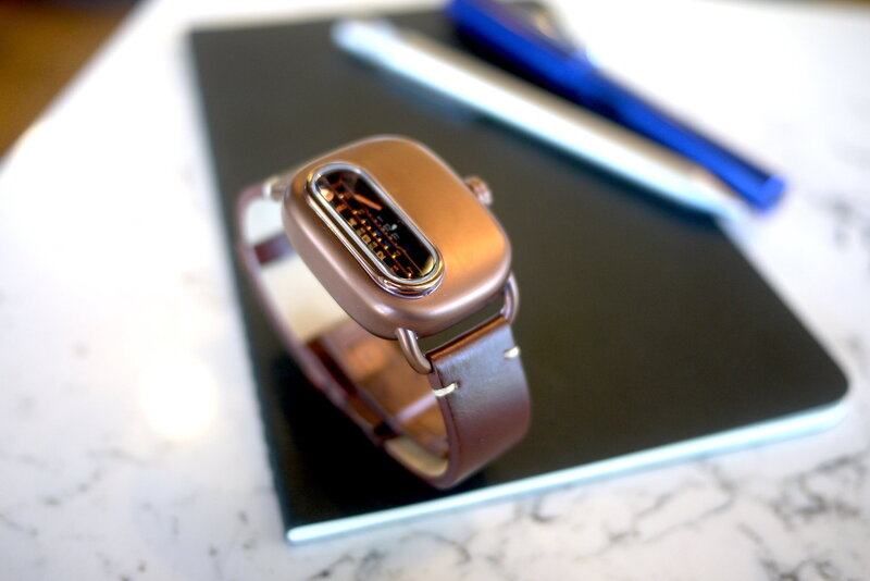 Ganymede Series 01 – Unconventional Display and Retro-Futuristic Look